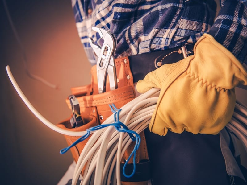 How to select the best electrician for your business